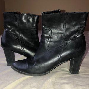 Comfy Ana boots! Lightly worn.